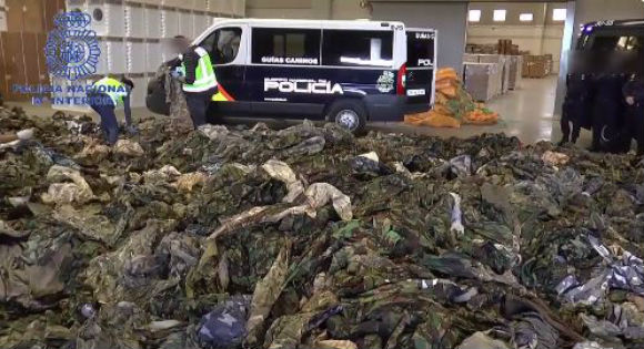 Espagne: Saisi de 20 000 treillis destinés à Daesh