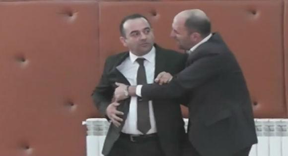 Le député Chafaa Bouiche insulte une militante du FFS !