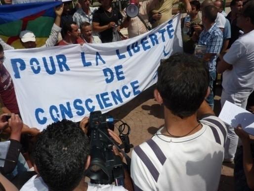 Des musulmans kabyles dénoncent le harcèlement des chrétiens