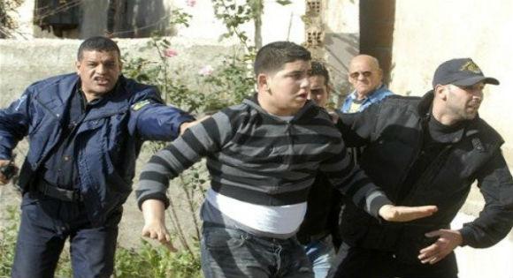 Perte de conscience chez des enfants, blessés et arrestations lors de dispersion par la force d'un sit-in par la gendarmerie de Msila.