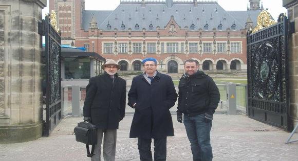 Raha et Dr Charqi devant CPI