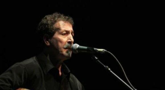 En chantant à Vgayet, Ait Menguellet met fin à la polémique