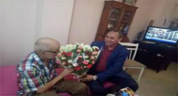 La visite du ministre de la culture à Djamel Allam dévoile la peur du régime